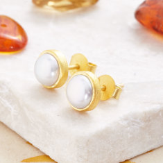 Cupcake Stud Earrings In Gold Plate With Pearl