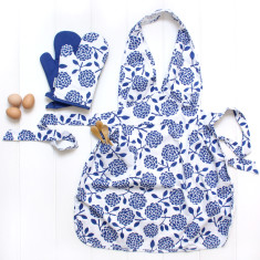Apron and Oven mitt set in Hydrangea Cobalt