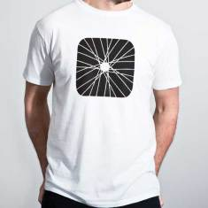 Spoked organic cotton men's tee