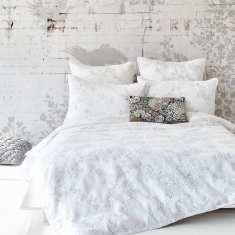 April white quilt cover set