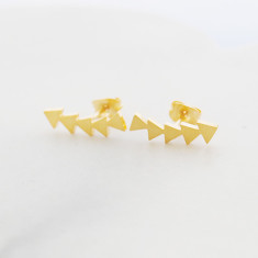 Geometric ear crawler in gold