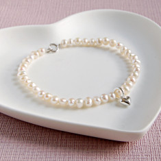 Seed Pearl Bracelet With Shiny Heart