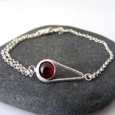 Silver garnet teardrop bracelet