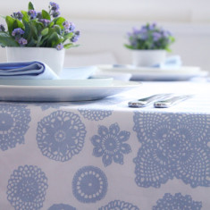 Tablecloth in doilie wisteria