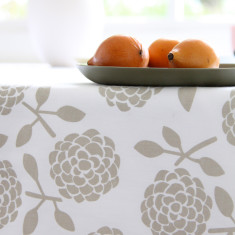 Tablecloth in hydrangea oatmeal