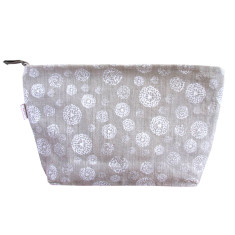 Toiletries bag in wildflower white