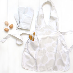 Apron and Oven mitt set in Eucalyptus Snow