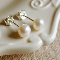 Small Ivory Pearl Stud Earrings
