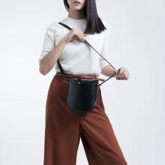 Leather shoulder bag in black