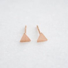 Petite triangle studs earrings in brushed rose gold