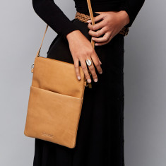 Ruby Classic Collection shoulder bag in caramel