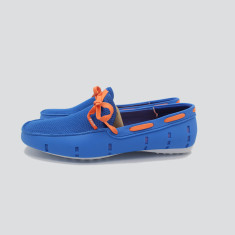 Splash boat shoe in light blue with orange laces