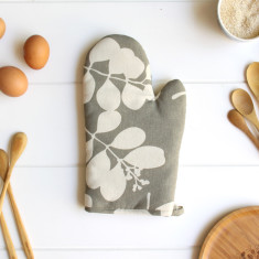 Organic cotton oven mitt in succulent feather grey