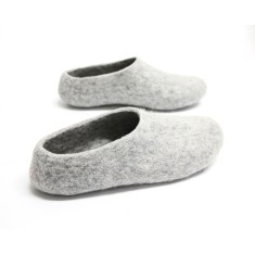 Women's felt wool slippers in grey