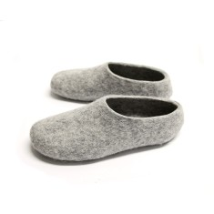 Women's felt wool slippers in light grey