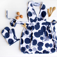 Apron and Oven mitt set in Eucalyptus Mood Indigo