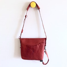 Small shoulder bag with raw edges