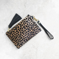 Mini Masai Mara Clutch in giraffe