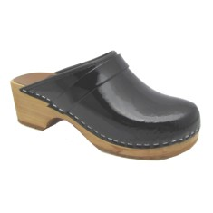 Clogs in Patent Leather
