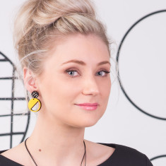 Two tiered earrings in yellow with spots