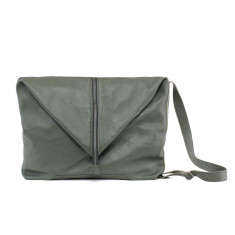 Large travel bag in black and green