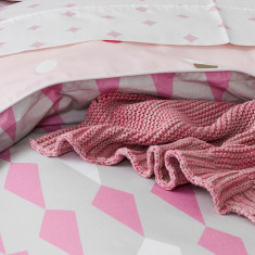 Peony pink knitted blanket