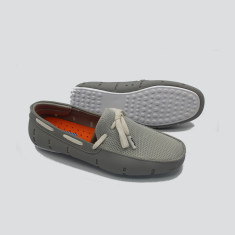 Splash boat shoe in grey with white laces