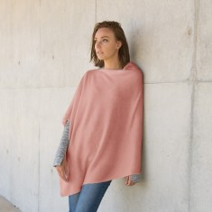Merino wool poncho in pink