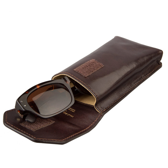 The Gabbro leather glasses case in chocolate brown.