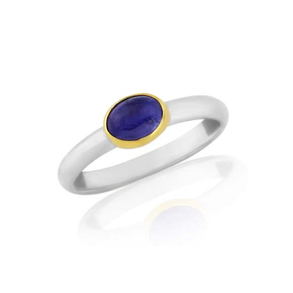 Cabouchon Tanzanite Ring set in 18ct Gold