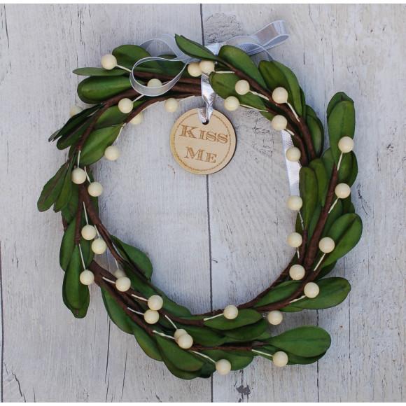 kiss-me-mistletoe-wreath