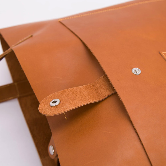 Side pocket of leather tote