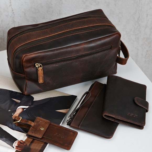 Oiled leather travel set