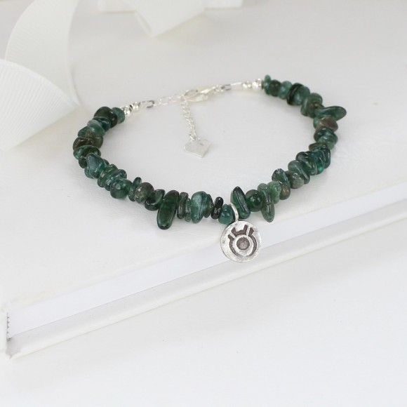 Taurus: April 20-May 20, emerald green apatite 6mm