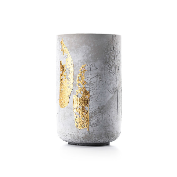 MenschMade concrete vase with gold-plated leaves