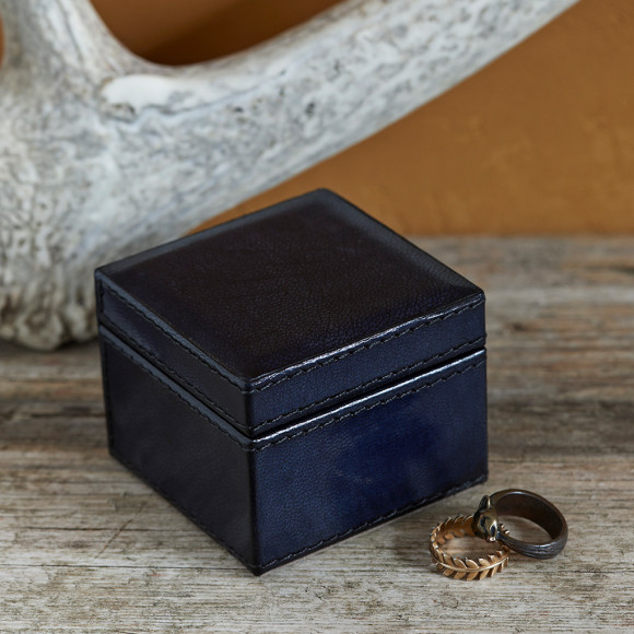 Ink Blue closed ring box