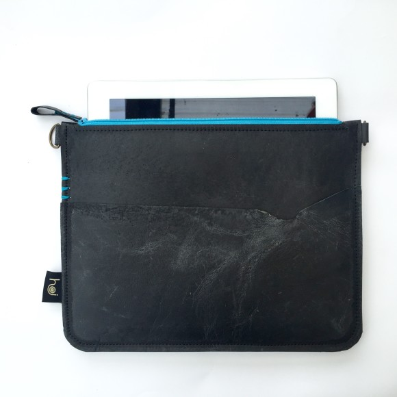 The sleeve features a felt lining for screen protection (ipad or phone)
