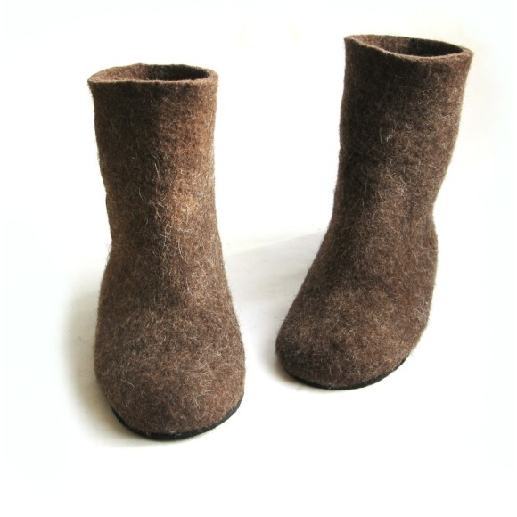 undied wool boots