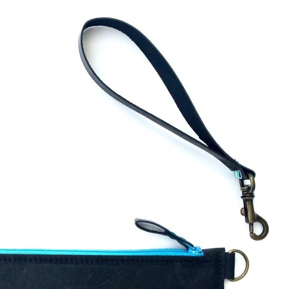 Detachable wrist strap