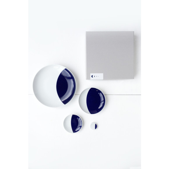 CRESCENT MOON: plates and chopsticks rest boxed set