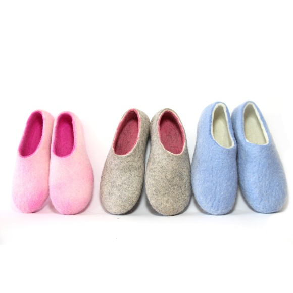 Wool slippers pink blue