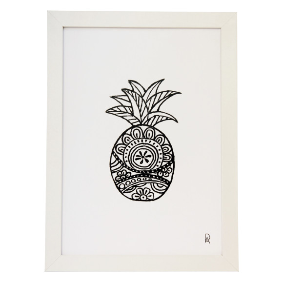 Black and White Pineapple Design 2