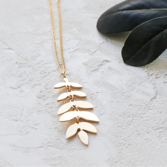 Gold foliage necklace