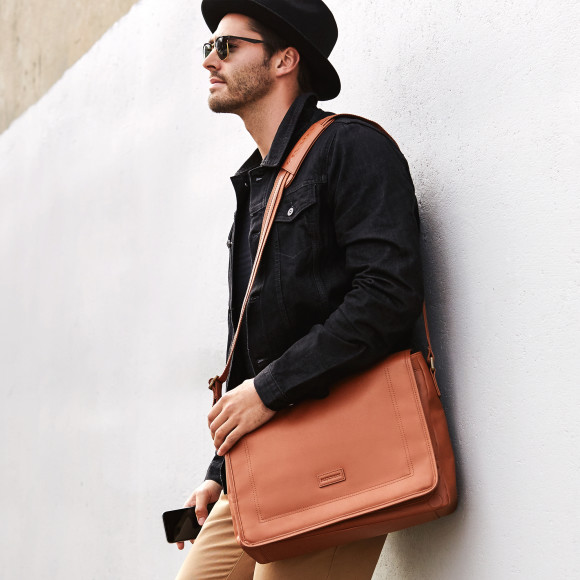 Hardy satchel in tan with contrast chocolate lining
