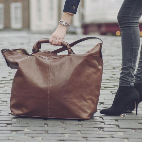 Chestnut brown leather travel bag