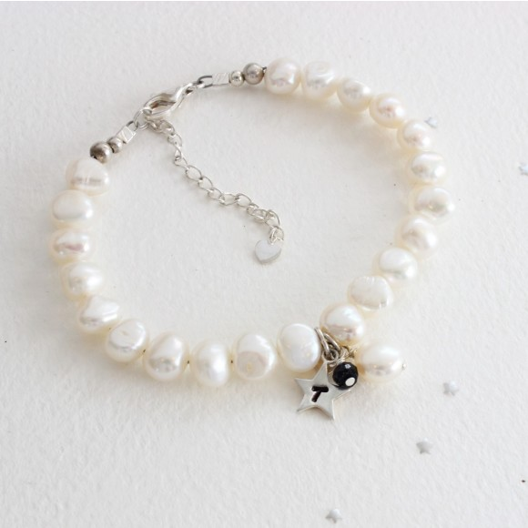 white baroque pearl bracelet with star charm and sapphire birthstone for September birthdays