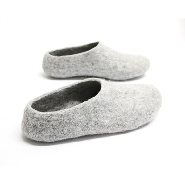 be13c76d10cf8 Women's felt wool slippers in grey