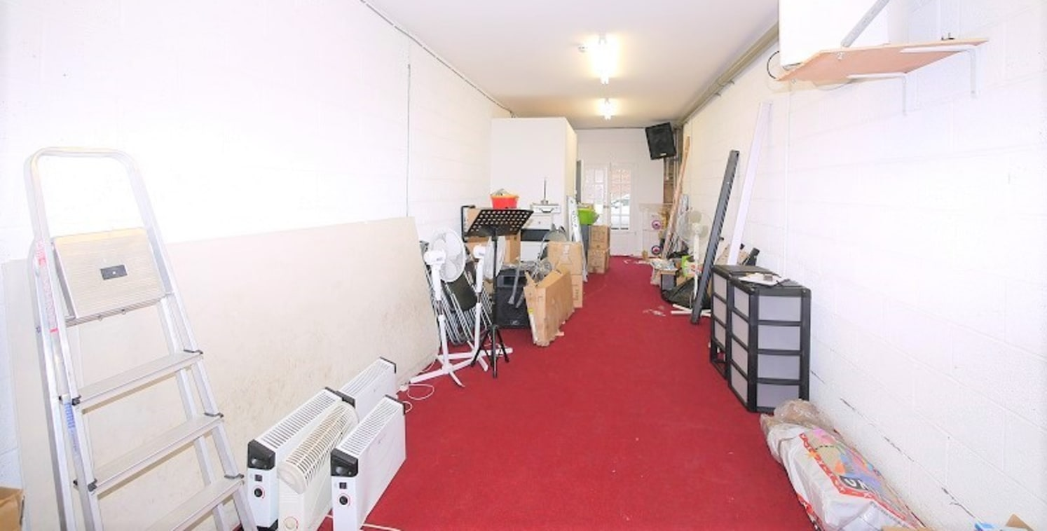 A1 License, which could suit a specialist gym/personal training studio, office, design studio, craft workshop. Located moments away from Dalston Kingsland Station.