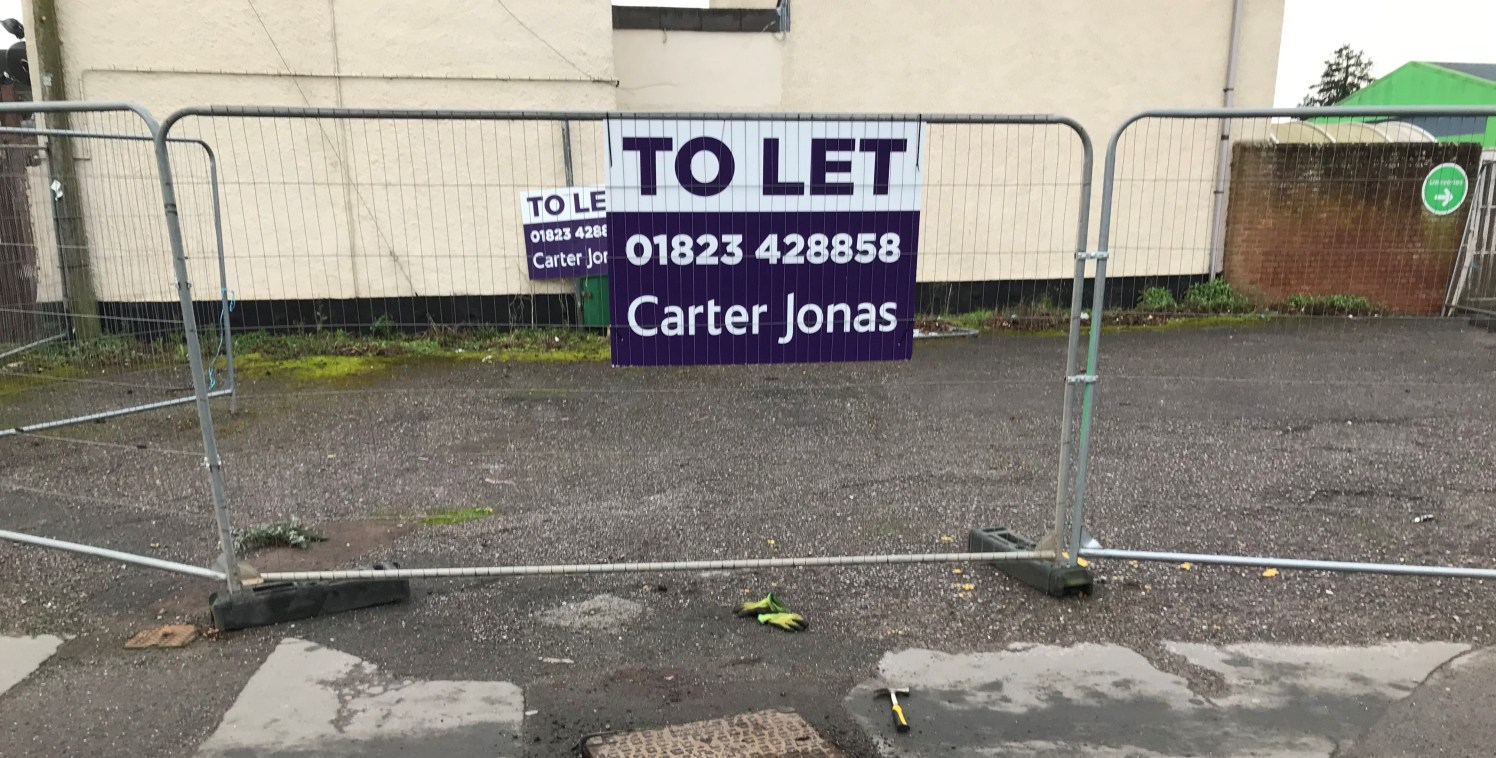 Asphalt yard area on busy road junction. Prominent position for advertising within Wellington town centre. Parking for 8/12 vehicles in tandem. Ideal for car parking for the town centre or forecourt for car sales.   LOCATION   Located within Wellingt...