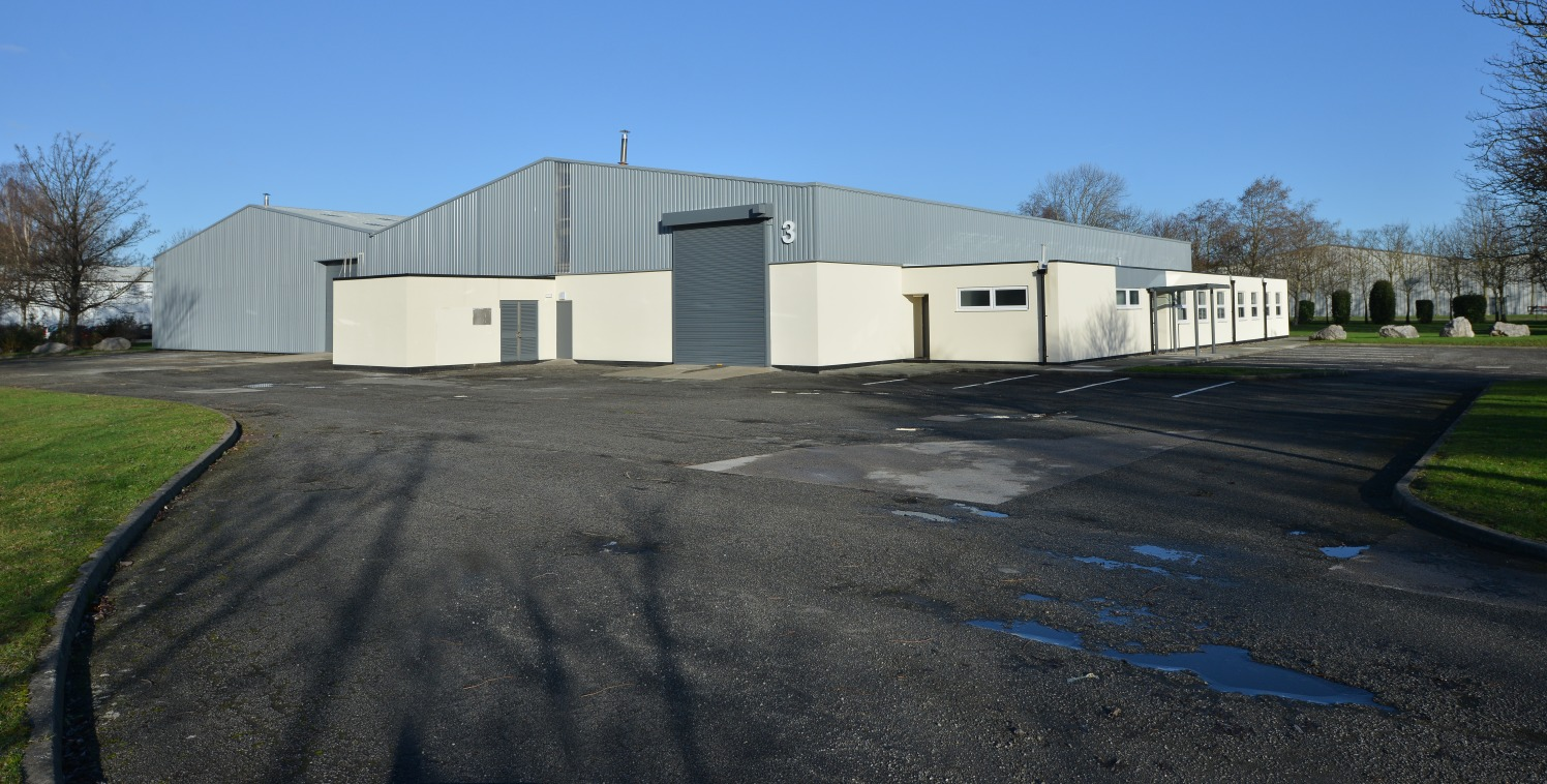 A detached industrial/warehouse unit situated in a high quality landscaped environment.   20,050 sq ft  Leasehold - £100,250 p.a.  Tier 2 Assisted Area Deeside Enterprise Zone  *FULLY REFURBISHED*